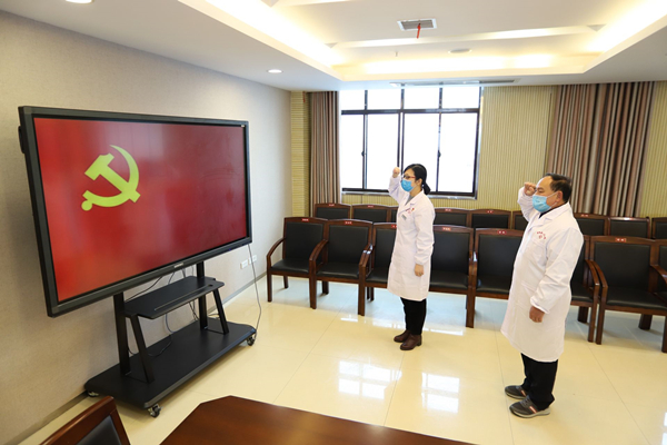 康美通城人民医院2名抗疫一线医务人员火线入党